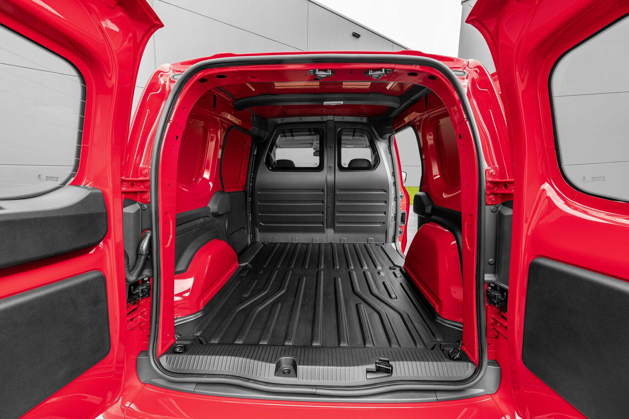 Объем багажного отделения – 2,9 м3, что позволяет разместить две европаллеты