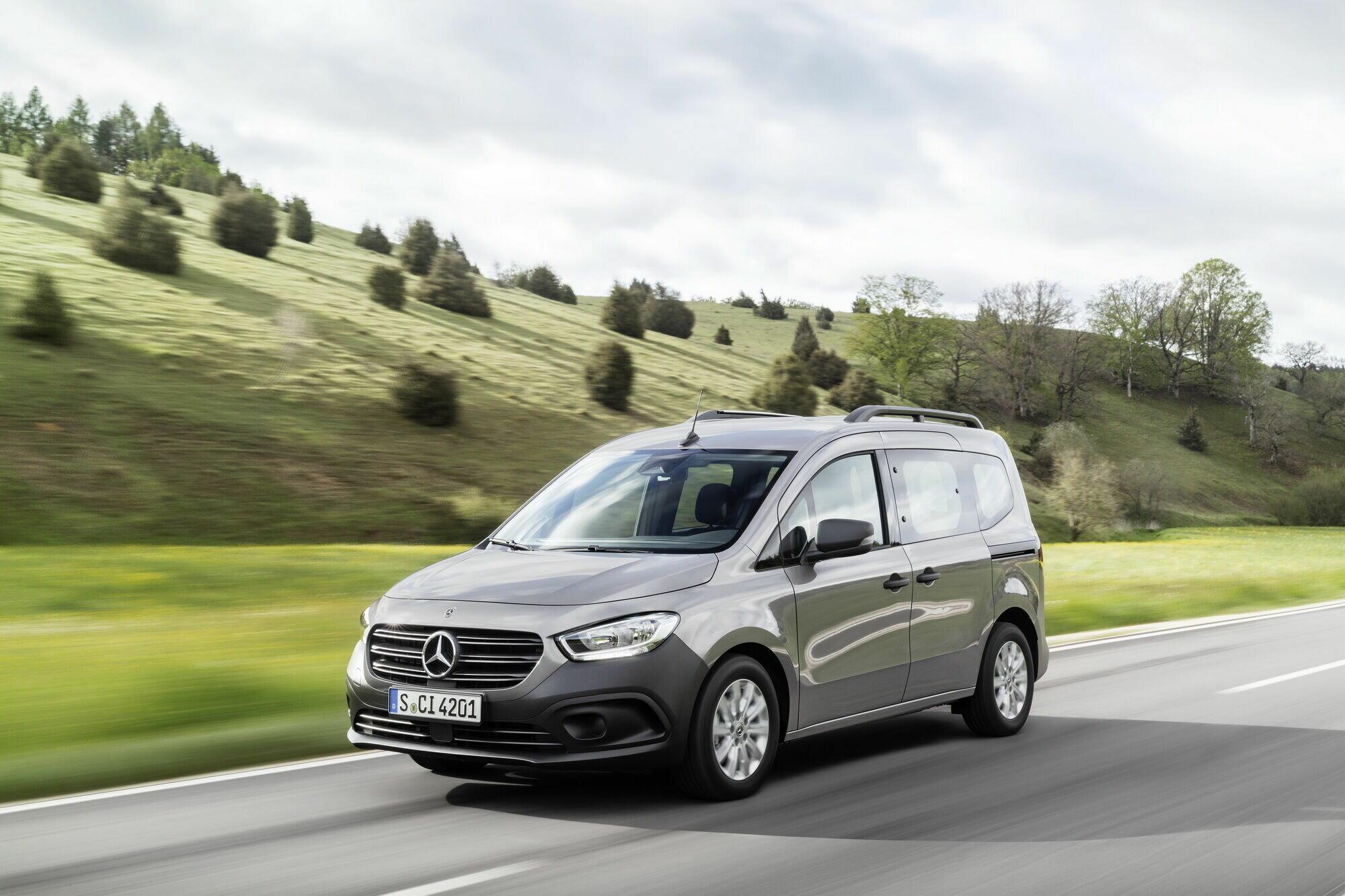 Модель предложена в двух вариантах – грузовом 2-местном Citan Panel Van и пассажирском 5-местном Citan Tourer