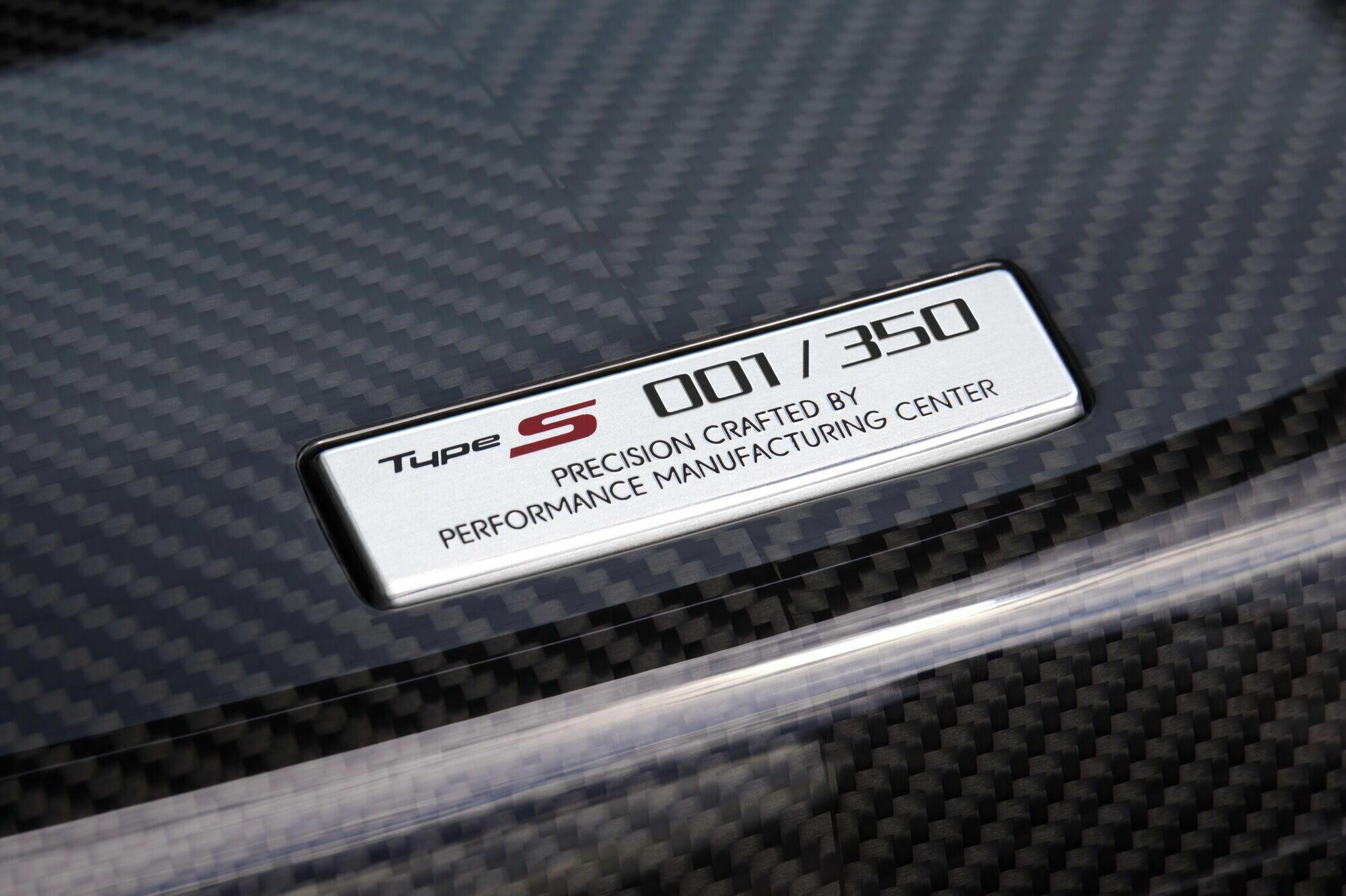 Всего Acura планирует изготовить 350 купе из которых 300 зарезервированы для продажи в США