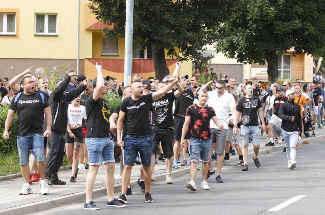 На протест собрались 200 человек.