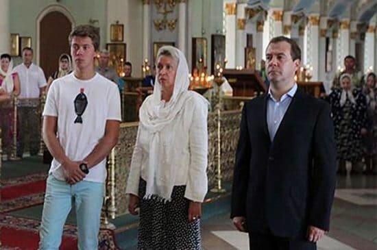 Илья Медведев с родителями
