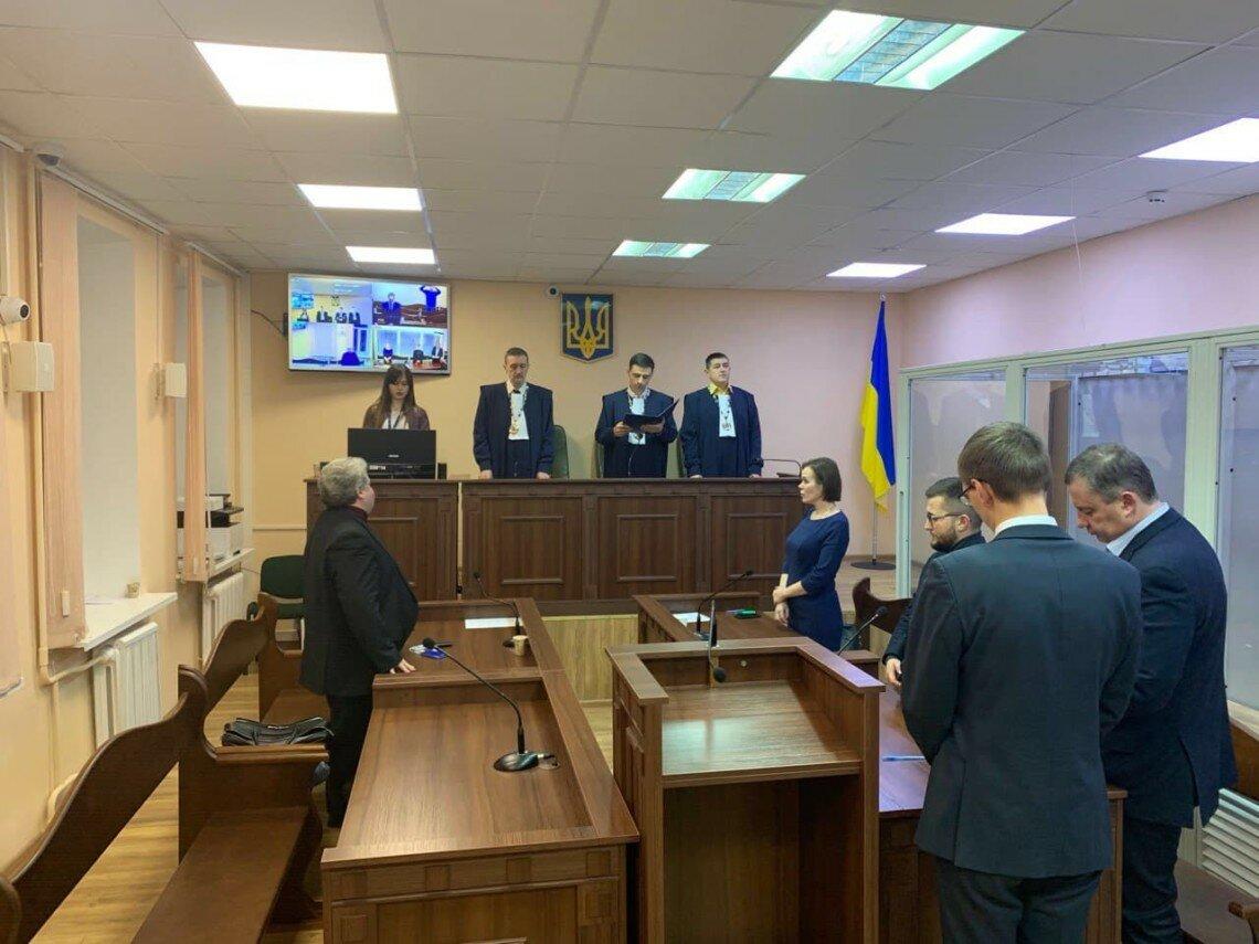 yaroslav-dubnevych-z-advokatamy-v-sudi_l