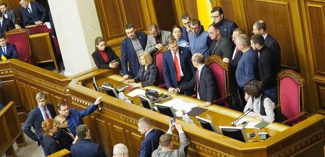 Как Рада вводила военное положение в Украине: фоторепортаж