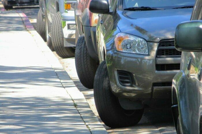 Чтобы избежать аварии, не выворачивайте колеса раньше, чем начнете поворачивать / Фото: yandex.com