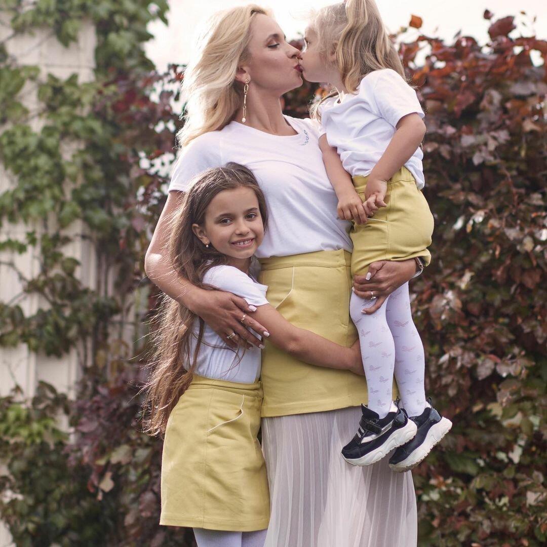 Мамины принцессы: Лилия Ребрик очаровала стильным family look с дочерьми
