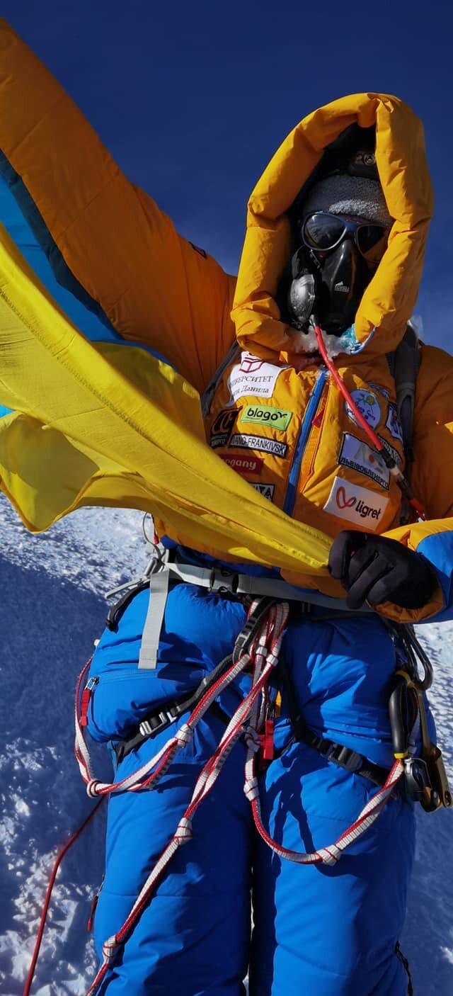 Украинская альпинистка попала в скандал с восхождением на Эверест: ее обвиняют в мошенничестве