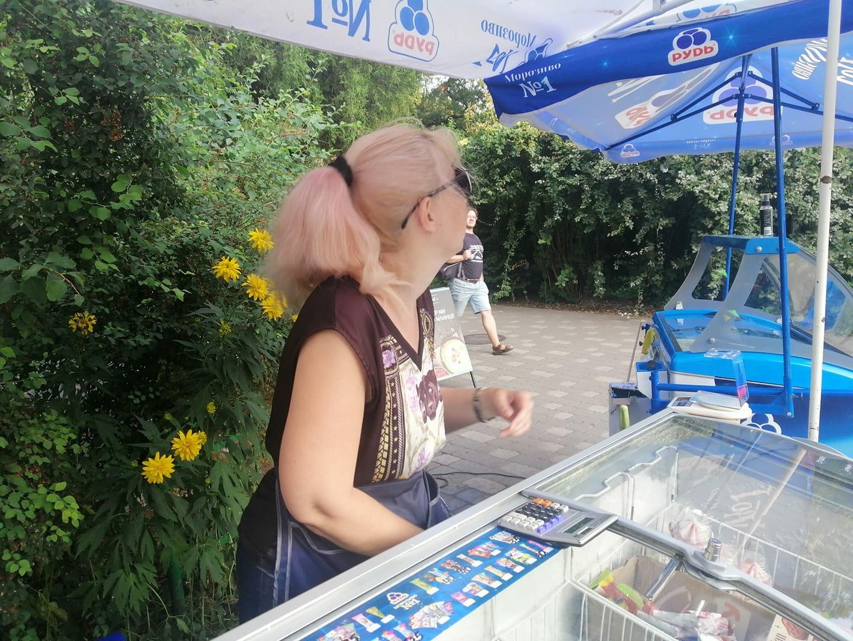 Хотел купить мороженое: в Киеве продавец избил мужчину из-за украинского языка (фото)