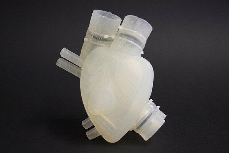 В США трансплантировали полностью искусственное четырехкамерное сердце
