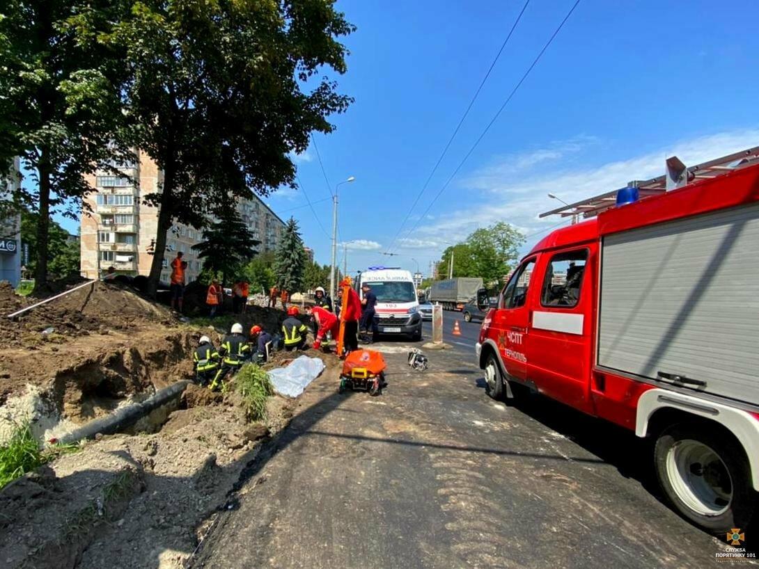 В Тернополе во время земляных работ произошел оползень: есть погибший