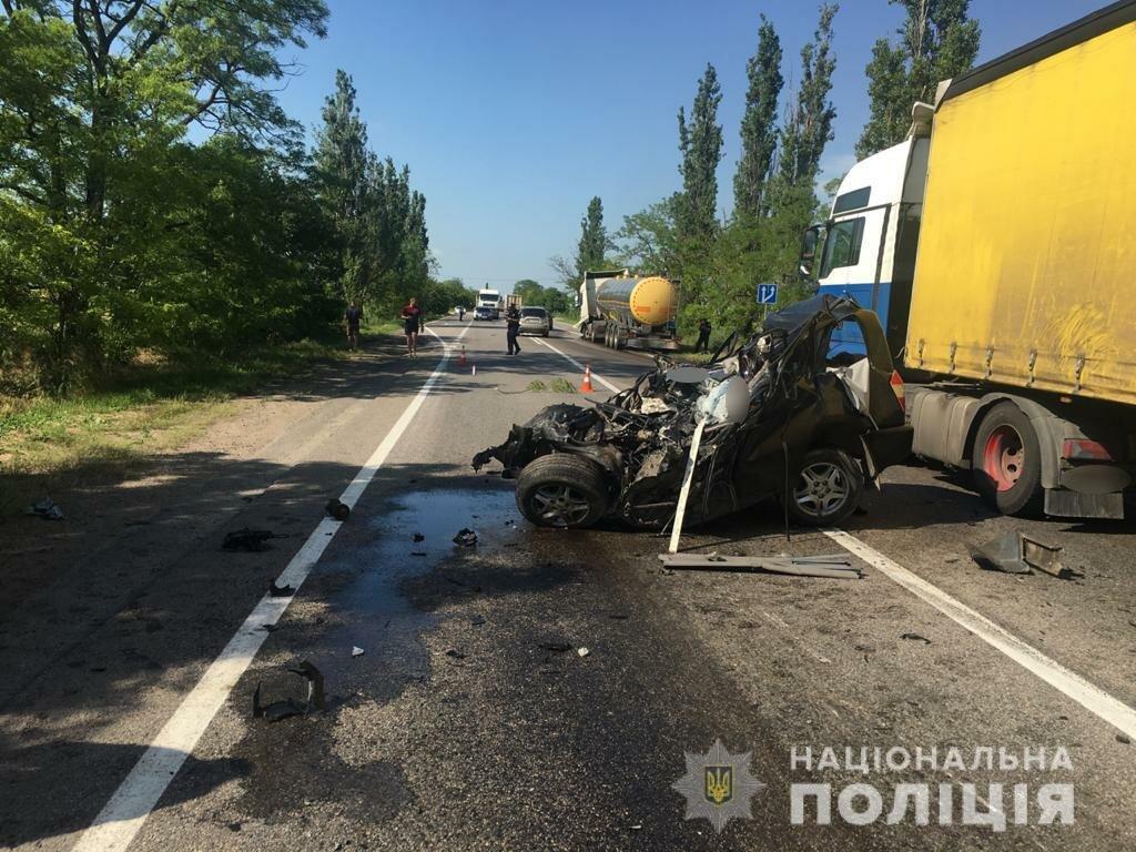 В Николаевской области в результате ДТП погибли двое человек, еще пятеро пострадали