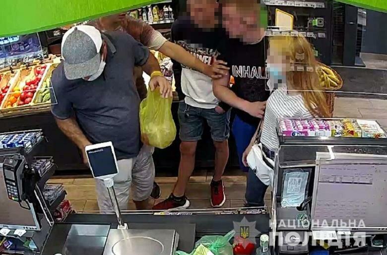 В киевском супермаркете ссора в очереди к кассе закончилась поножовщиной
