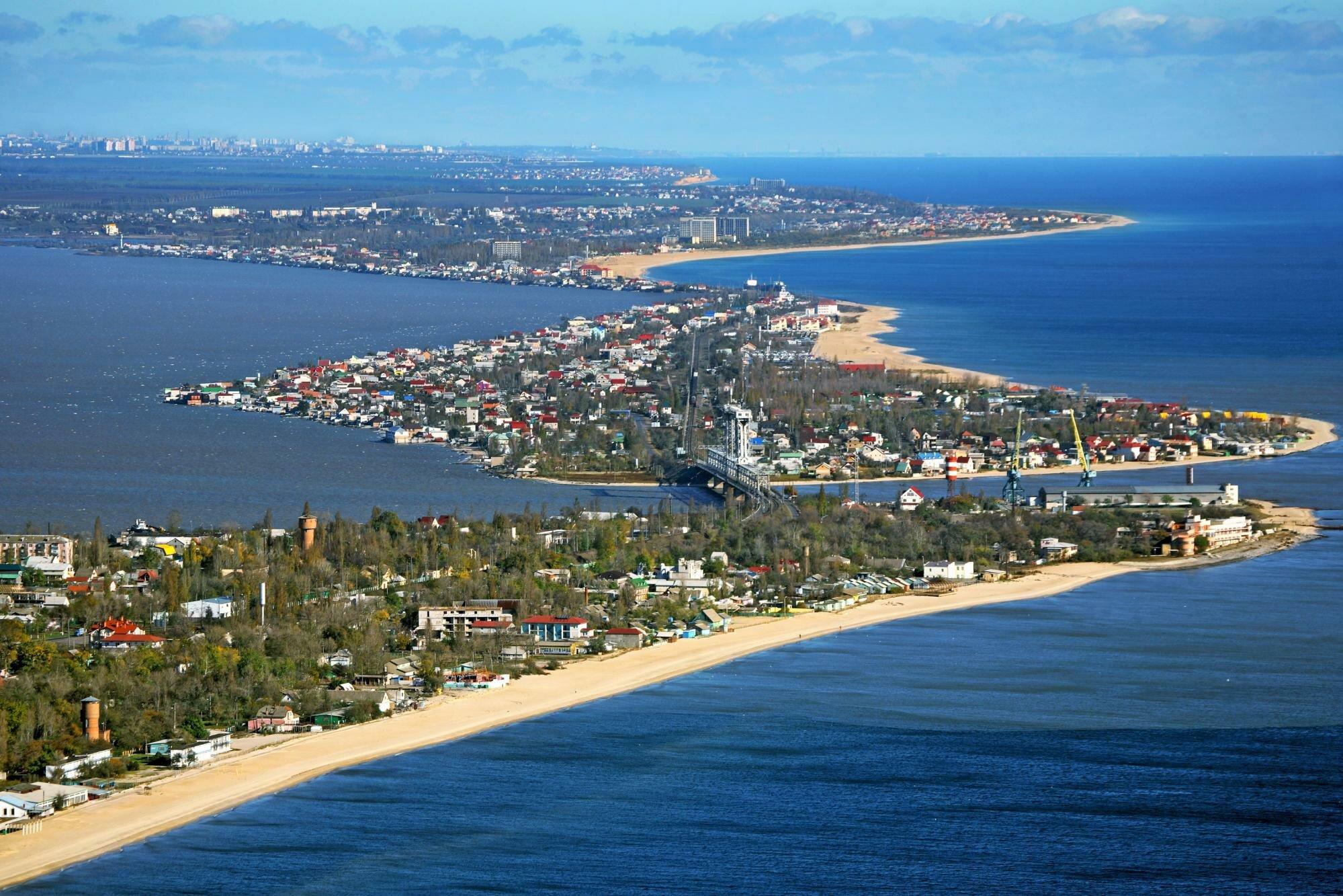 Золотой песок и волны: самые интересные курорты Черного и Азовского морей для отдыха летом