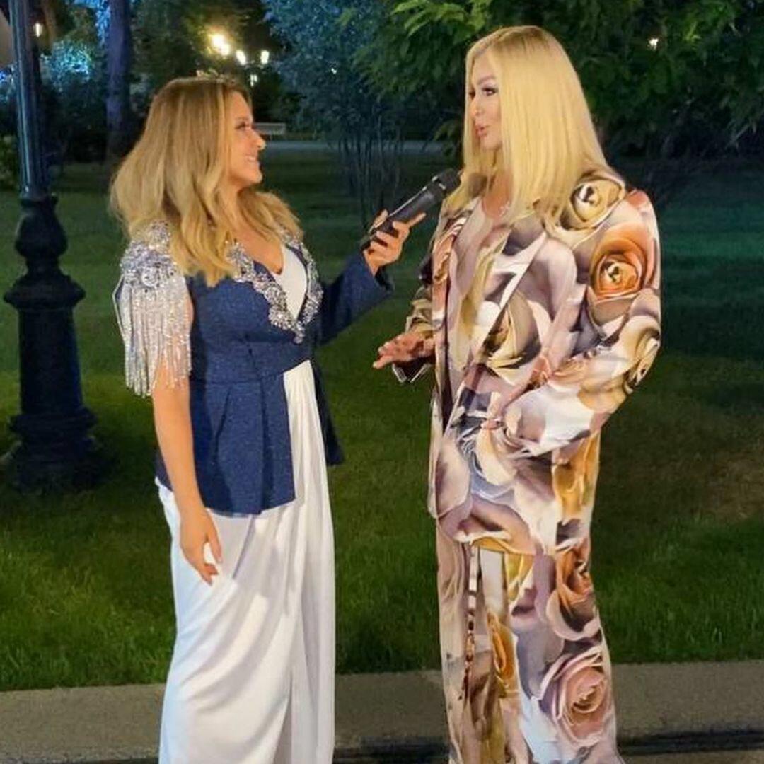 """Шляпы не хватает: известная певица заменила Катю Осадчую в """"Светской жизни"""""""