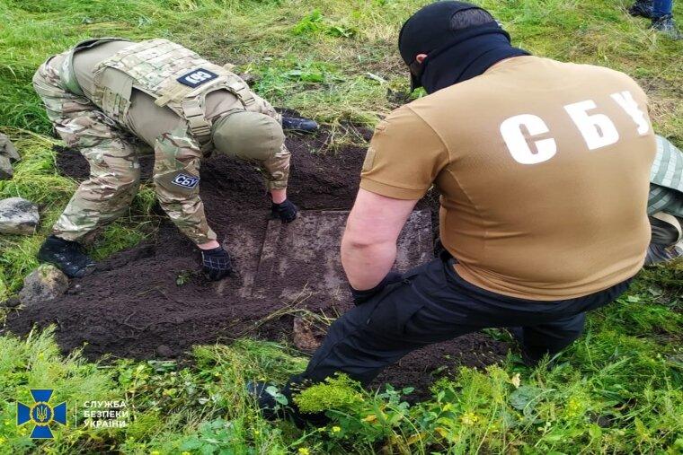 Правоохоронці провели обшук на подвір'ї дачі бойовика