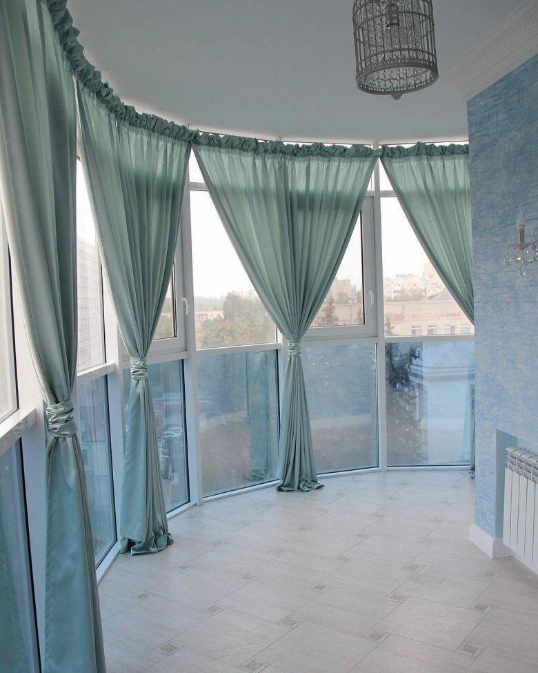 1596567723_28-p-shtori-na-balkon-dizain-