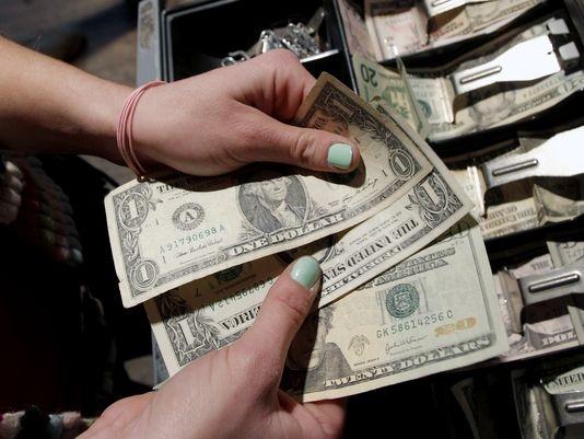 Обмен валюты обложили дополнительным налогом