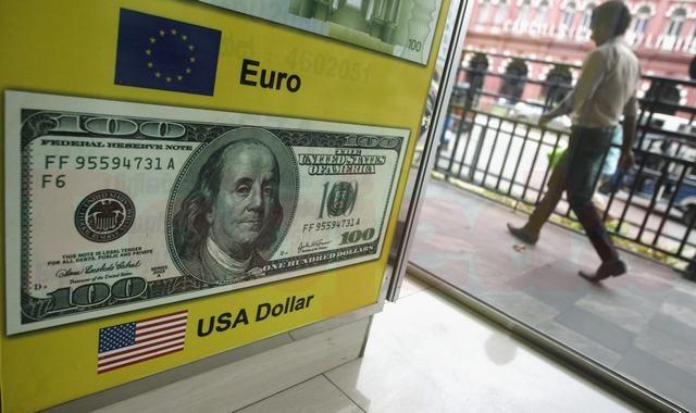 Курс доллара уверенно снижается