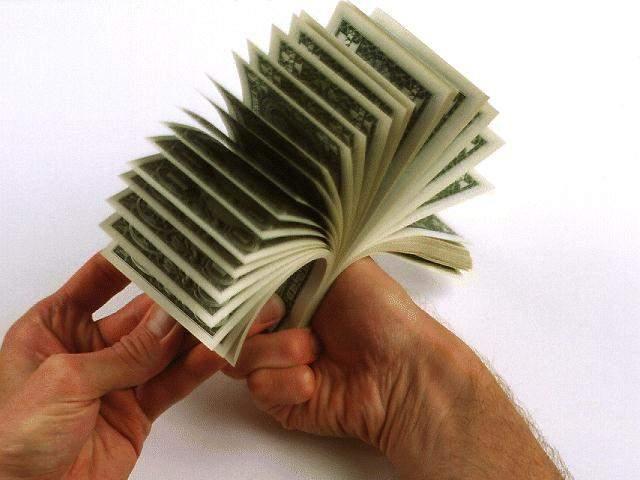 НБУ продолжает повышать курс доллара США