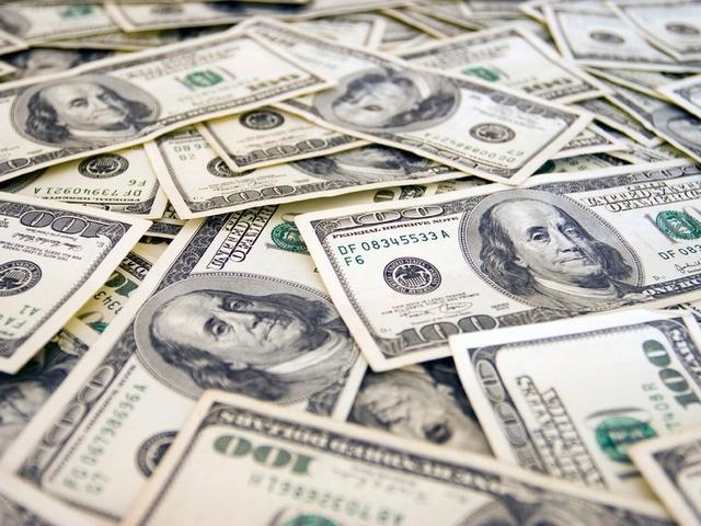 Доллар неохотно укрепляет гривну