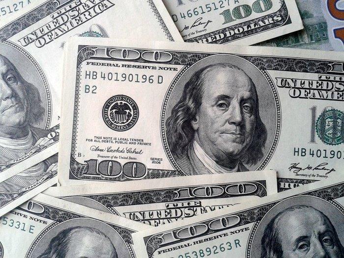 Почему в Украине подешевел доллар