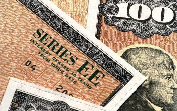 Центробанки мира распродают госбонды США