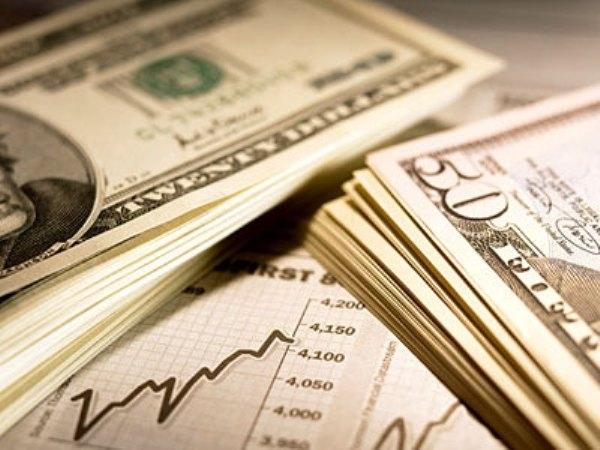 Курс доллара пятится назад