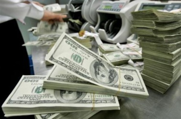 На аукционе доллар продолжает расти