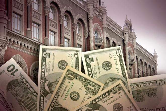 Нацбанк существенно ослабил валютные ограничения