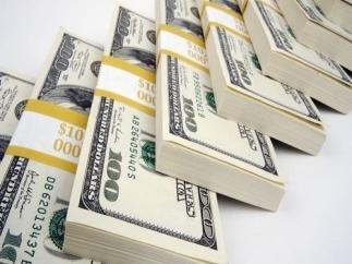 Курс доллара на аукционе незначительно снижается