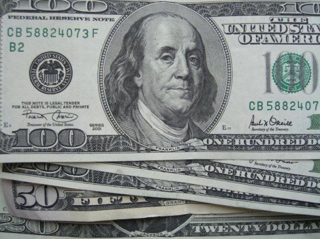 Нацбанк остановил рост курса доллара