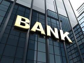 Украинцев загоняют в банки