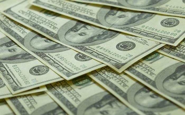 Доллары достались далеко не всем