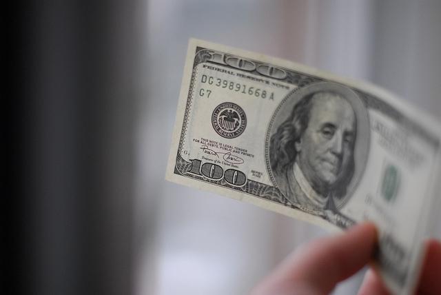 Цена доллара на аукционе продолжает расти