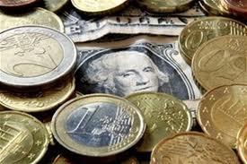 Курс доллара на закрытии межбанка немного снизился
