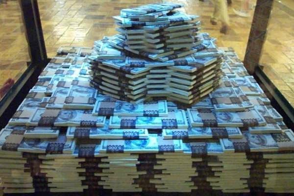 Вынос валюты из банков идет полным ходом