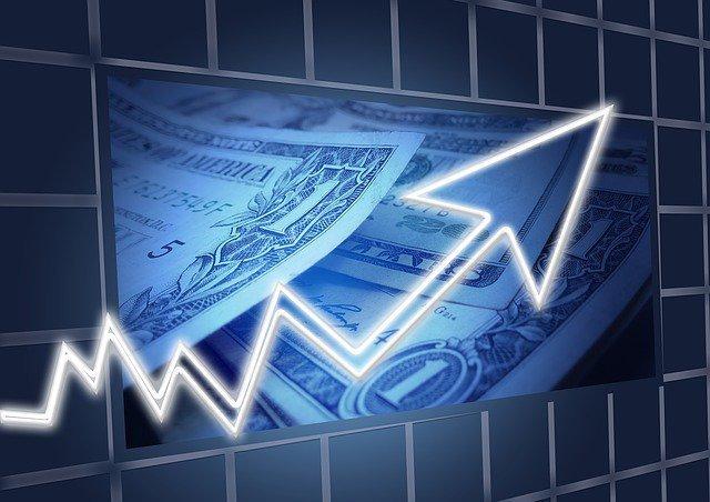 Доллар начал расти