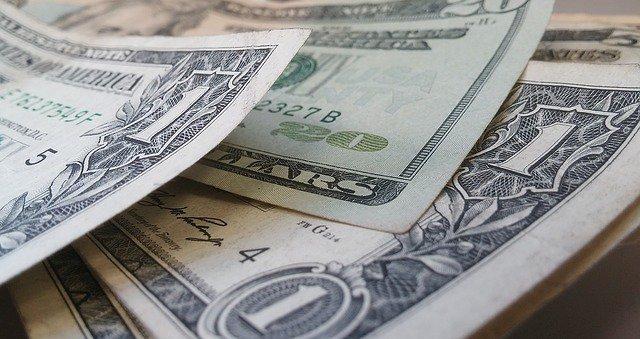 Доллар в Украине опять падает