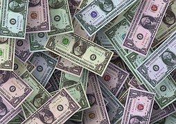 Нацбанк завалили валютой