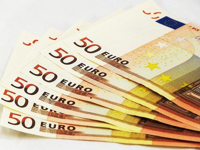 Евро вырос в мире