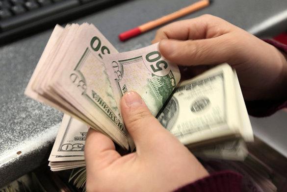 Банки завалили долларами