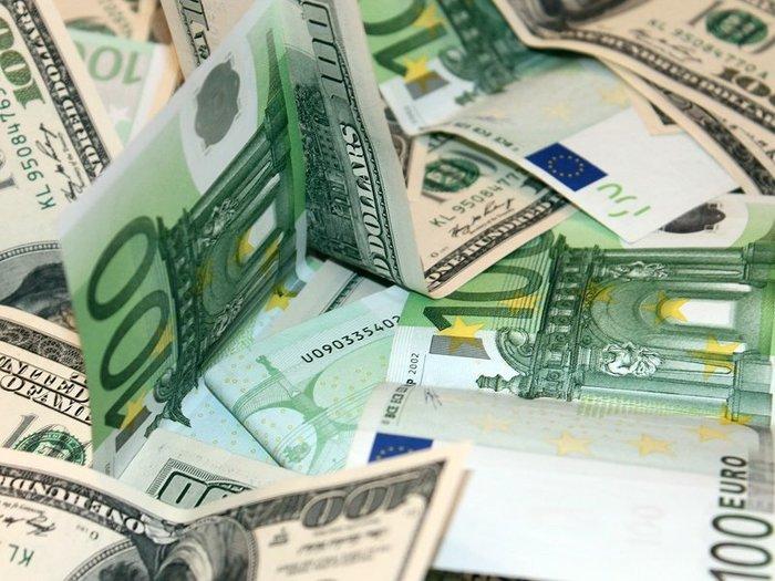 Евро и доллар дорожают