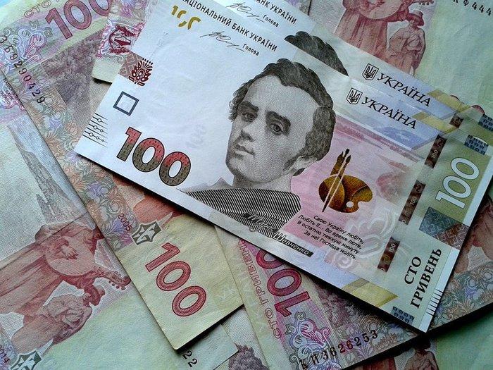 Нацбанк удерживает доллар от падения