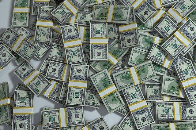 Межбанковский рынок завалили долларами
