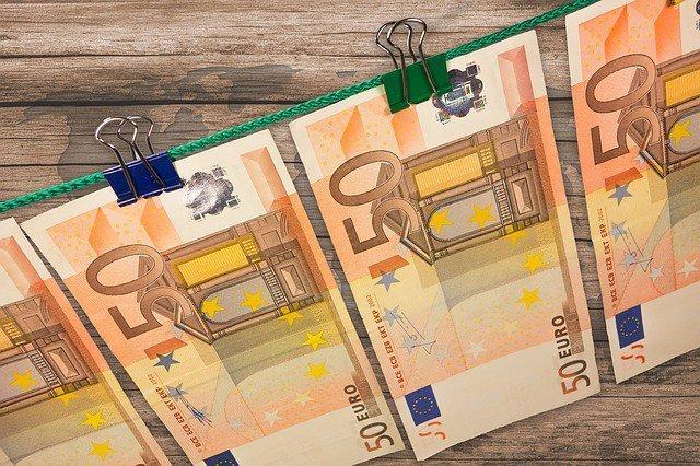 Евро прекратил падение