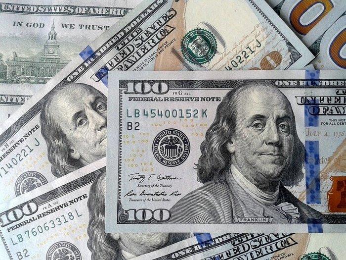 Доллар в Украине снова падает