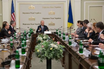 Байден в кресле президента Украины.jpg