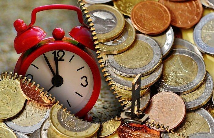 Жители Украины активно продают валюту