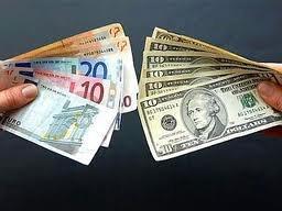 Доллар дорожает, а евро дешевеет