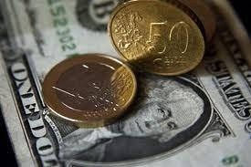 Курс доллара падает, а евро дорожает