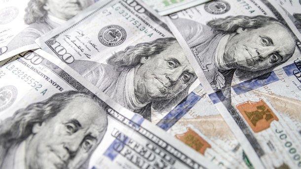 Минфин приплачивает за доллар, чтобы не выпрашивать его у НБУ
